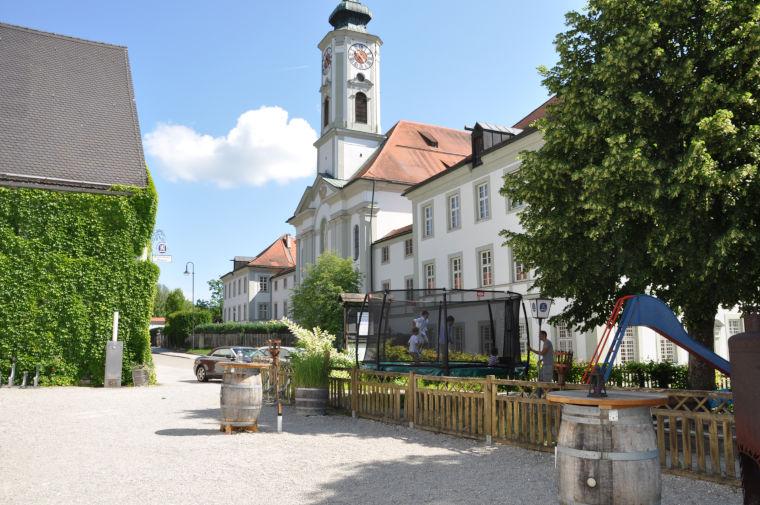 Aussenansicht des Gasthofs Klosterbräustüberl Schäftlarn